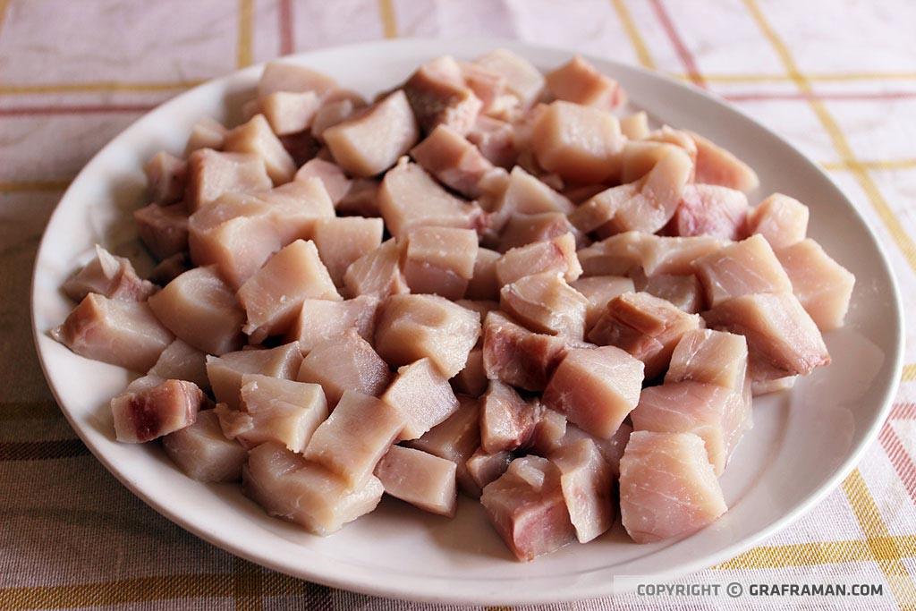 Calamarata con pesce spada, melanzane e pomodorini