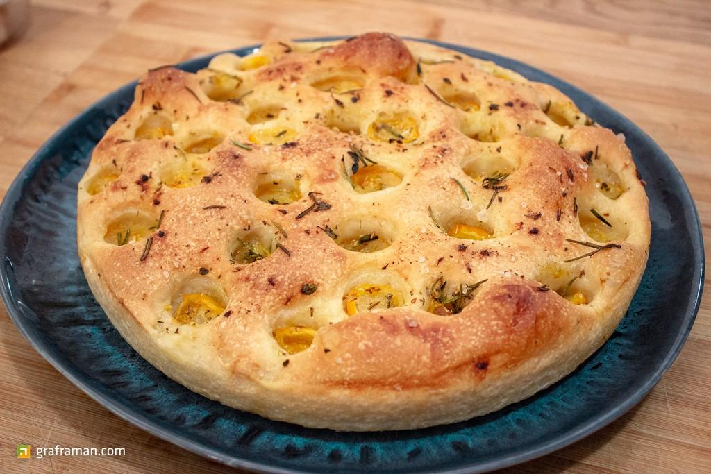 Focaccia con pomodorini gialli