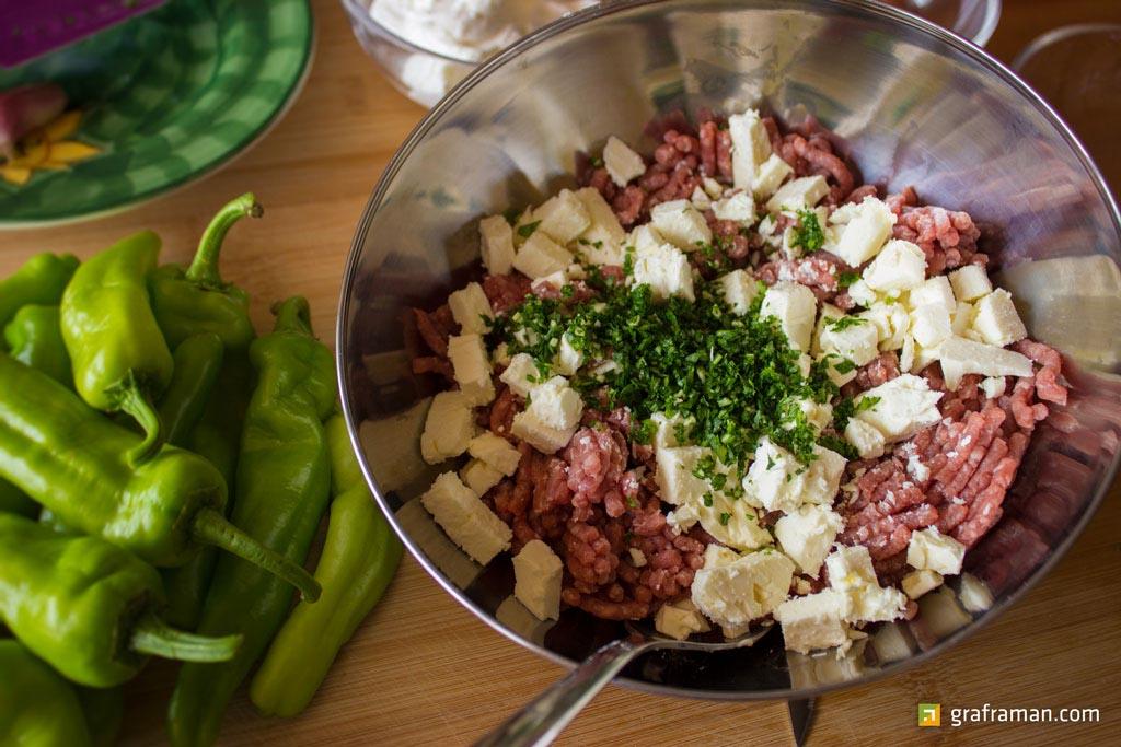 Friggitelli ripieni con carne e feta