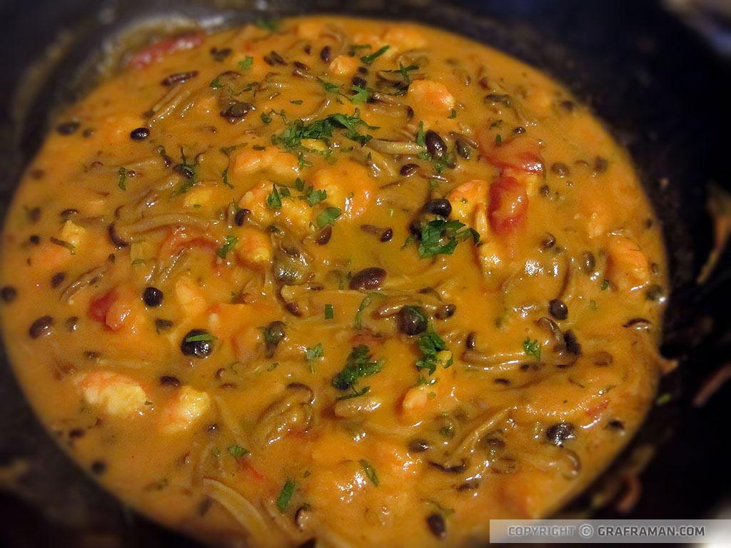 Pasta con crema di zucca, gamberi e funghi pioppini