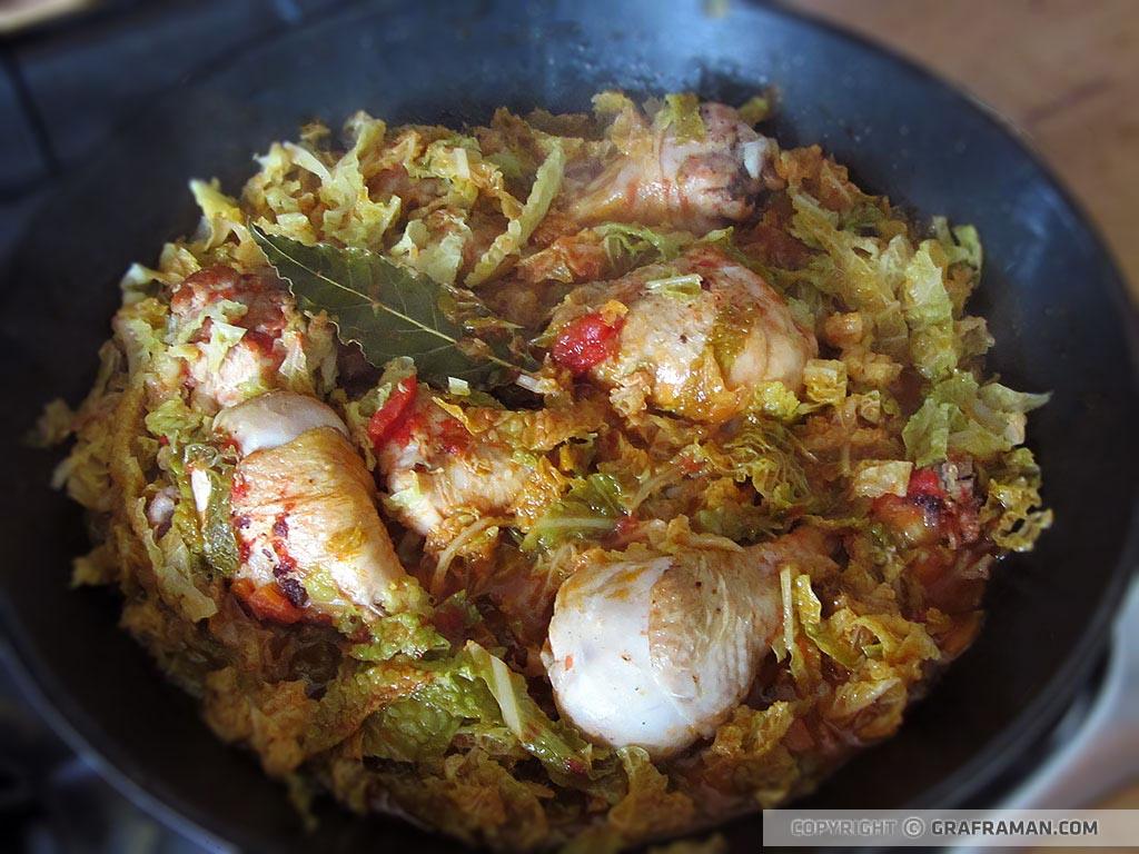 Pollo in umido con verza e polenta