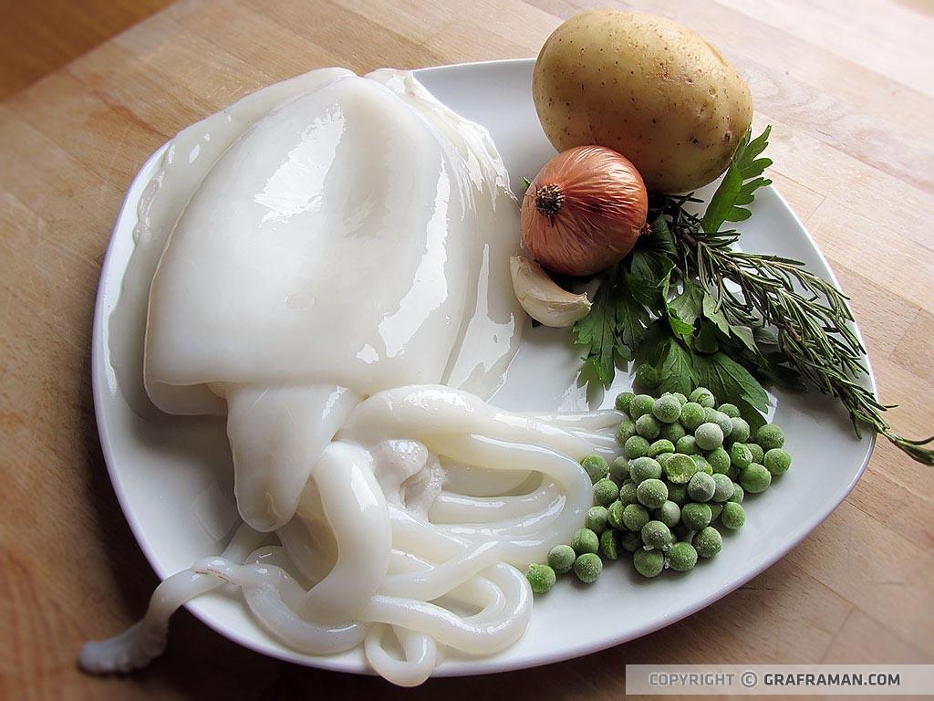 Seppie con patate al forno su crema di piselli