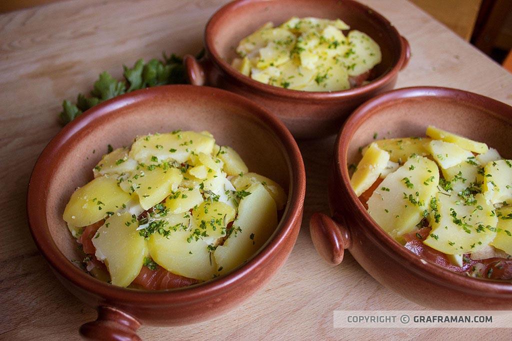 Tegamino di salmone, patate e provola